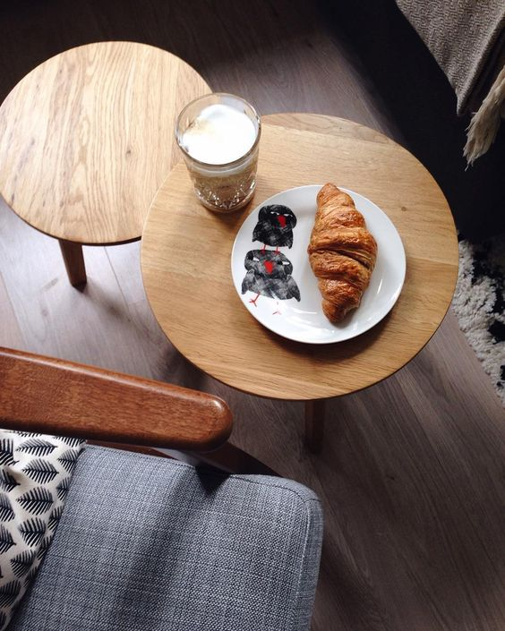 latte-and-croissant